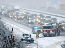 暴风雪致停电 美国近25万人黑暗中过感恩节