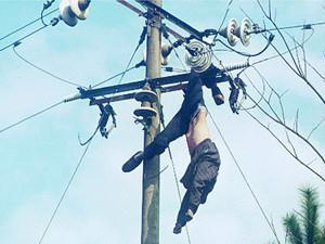 邻居称南靖民警是接电线时不慎跌落身亡