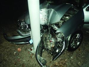韩国陆军士官开车撞上电线杆致1死2伤