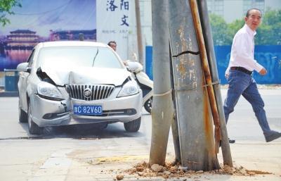 阜城古泉路竖着一根电线杆 存安全隐患