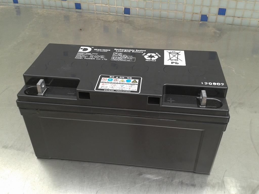 产品参数介绍: 规格:12V-100AH 电池尺寸(L*W*H(TH))mm:330*171*214(220) 端子类型:O型 极板:15A 极片片数:+7-8 全系列:12V-4~210AH 电池适用范围:电动车蓄电池、太阳能蓄电池、风能蓄电池、叉车蓄电池、UPS蓄电池、通信用蓄电池、电力用蓄电池、摩托车蓄电池、铁路用蓄电池、内燃机车用蓄电池、煤矿用蓄电池、航空用蓄电池、水利用蓄电池、地质用蓄电池、医疗用蓄电池、轨道交通用蓄电池