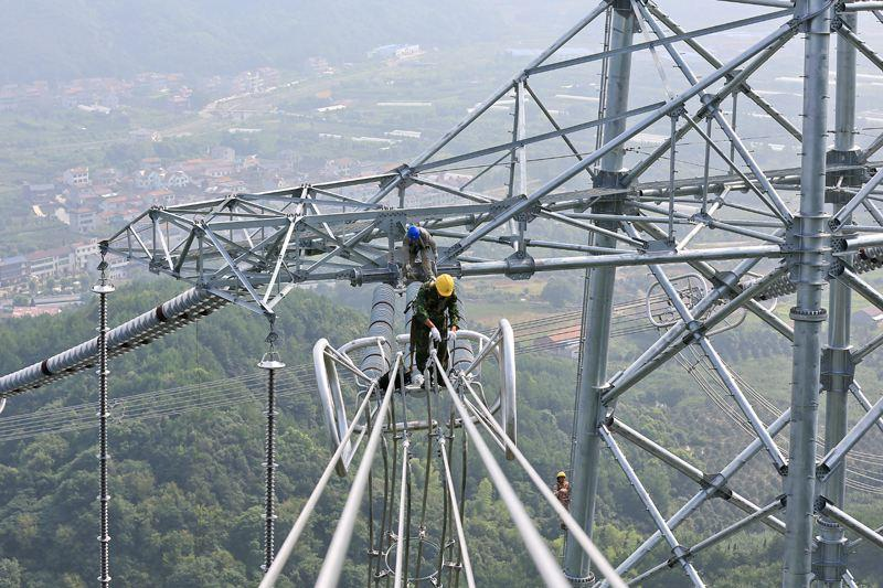 """""""疆电外送""""第二条特高压输电工程7月开始架线"""