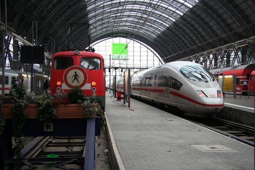 德国铁路公司员工罢工致全国铁路运营一度瘫痪