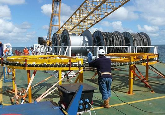 这两艘敷设船均配有dp2动力定位系统,电缆转盘能力达到5000吨左右.